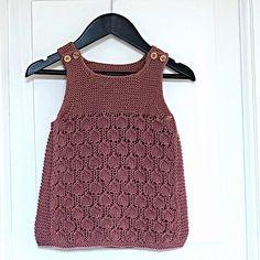 Ravelry: Bringebærkjolen pattern by Pinneguri Baby Knitting Patterns, Baby Patterns, Dress Patterns, Baby Vest, Baby Cardigan, Girls Knitted Dress, Big Knits, Baby Sweaters, Little Dresses