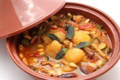 Niets zo lekker op een gezellige herfstavond dan een heerlijke tajine. Drie Marokkaanse chef-koks delen hun geheime recept voor hun favoriete tajinegerecht...