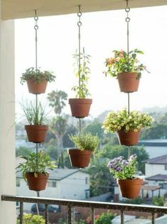 43 DIY Patio and Porch Decor Ideas DIY Porch and Patio Ideas - DIY Vertical Garden - Decor Projects and Furniture Tutorials You Can Build for the Outdoors -Swings, Bench, Cushions, Chairs, Daybeds and Pallet Signs Jardim Vertical Diy, Vertical Garden Diy, Vertical Gardens, Vertical Planter, Small Gardens, Verticle Herb Garden, Coastal Gardens, Diy Porch, Diy Patio