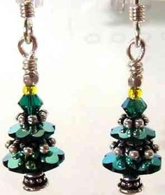 Adorable Christmas Tree earring ideas (and kits!) from Bead Circus, featuring TierraCast beaded spacers and bead caps. Love the spacers between the Marguerite crystals! Christmas Tree Earrings, Beaded Christmas Ornaments, Earring Tree, Homemade Jewelry, Christmas Jewelry, Jewelry Crafts, Jewelry Ideas, Making Ideas, Beaded Jewelry