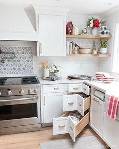 Easy Home Decor Kitchen Ideas for Organization Corner Drawers, Kitchen Drawers, Kitchen Cabinets, Kitchen Countertops, Soapstone Kitchen, Karlby Countertop, Kitchen Backsplash, Kitchen Appliances, Christmas Kitchen