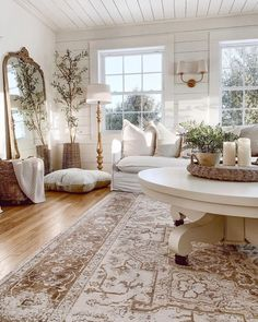 Rugs In Living Room, Home And Living, Living Room Decor, Living Spaces, Love Your Home, Farmhouse Decor, Farmhouse Homes, Modern Farmhouse, Family Room