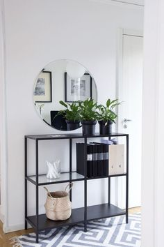 Minimalist interior design - decoration - Lilly is Love Minimalist Interior, Minimalist Home, Home Living Room, Living Room Decor, Flur Design, Decoration Entree, Home And Deco, Home Decor Inspiration, Decor Interior Design