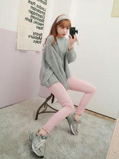 いつもと違うジャンルのファッションに挑戦したい!日本のファッションでは物足りない!そんな欲張りな女の子のために韓国ファッションをご紹介!手の出しづらかったタイト目なアイテムも、見ているだけで可愛いアイテムを見てしまえばもう虜になるはず。今回は韓国ファッションをご紹介します。