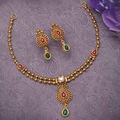 Antique Necklace Set jewellery for Women by jewelegance. ✔ Certified Hallmark Premium Gold Jewellery At Best Price Kundan Jewellery Set, 1 Gram Gold Jewellery, Gold Jewellery Design, Diamond Jewellery, Gold Jewelry, Beaded Jewelry, Jewellry Box, Gold Bangles, Gold Ring Designs