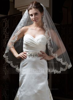 One-tier Fingertip Bridal Veils With Lace Applique Edge (006034300) - JJsHouse