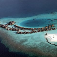 Maldives islands, Indian Ocean by Flowcomm. Why not #2degrees? It is a threshold considered a #death sentence for some #smallisland states who would face severe #climatechange from #1.5degrees via Huffington Post. #CVFFacts