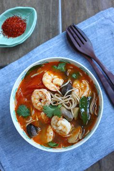 15-Minute Tom Yum Noodle Soup: Do you need a quick 15-minutes lunch recipes, try this delicious Thai recipe. #thai #noodle #spicy