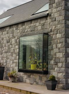 IQ Glass regularly create these modern boxed windows, known as Oriel Windows, creating almost frameless pop out glass boxes to be used as… Contemporary Windows, Modern Windows, Home Decor Kitchen, Home Decor Bedroom, Kitchen Ideas, Modern Window Seat, Window Seats, Frameless Window, Glass Structure
