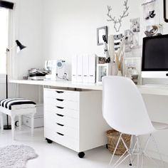 Black and white chic office. Visit: www.ConfidentLiving.se