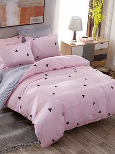 Shop Geometric Print Striped Duvet Cover Set at ROMWE, discover more fashion styles online. Cute Duvet Covers, Bed Duvet Covers, Duvet Cover Sets, Cute Bedroom Ideas, Cute Room Decor, Girl Room, Girls Bedroom, Bedroom Decor, Bedding Decor