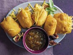 RESEP: Pap-vetkoek Dutch Oven Recipes, South African Recipes, Jamaican Recipes, Hand Pies, Polenta, Kos, Food Photography, Recipies, Healthy Recipes
