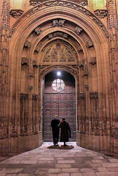 Welcoming Light - OVIEDO / Entrada a la Catedral