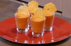 Mousse de tomate et tuile au parmesan Parmesan Chips, Appetisers, Love Food, Snack Recipes, Food And Drink, Cooking, Desserts, 20 Minutes, Buffets