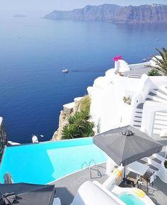 "17.7 k gilla-markeringar, 94 kommentarer - KAYLA ITSINES (@kayla_itsines) på Instagram: ""Santorini - Greece 💛 I've said this before!! the views here are absolutely beautiful!! I found the…"""