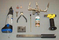 Nástroje používa na výrobu svorky.