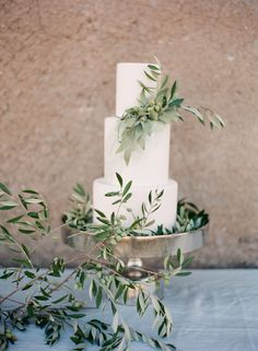 Soft, neutral bridal inspiration from Boheme Workshop | Wedding Sparrow | Vasia Photography