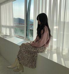 "286 tykkäystä, 14 kommenttia - 영 이 (@_h_xx_n_) Instagramissa: ""배경이 졸라 구리지만 나름 갬성(?)있다고... 봐죠잉😉"" Asian Fashion, Sequin Skirt, Sequins, Skirts, Skirt, Gowns, Skirt Outfits, Petticoats"