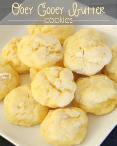 Ooey Gooey Butter Cookies - a family favorite recipe that everyone loves! { lilluna.com } #cookies