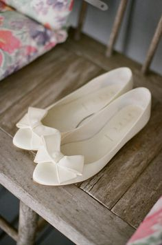 Wedding flats for a bride with a cute bow