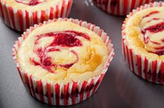 Breakfast Recipe: Raspberry Cheesecake Muffins Because they sort of count as breakfast and also kind of count as dessert, raspberry cheese. No Bake Desserts, Just Desserts, Delicious Desserts, Dessert Recipes, Yummy Food, Strawberry Cheesecake Muffin Recipe, Raspberry Cheesecake, Cheesecake Cupcakes, Muffin Recipes