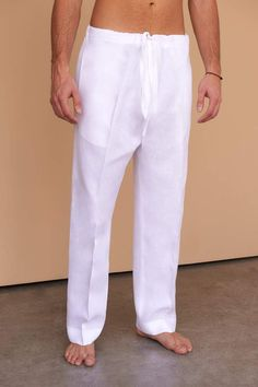 The Caden drawstring all-white linen pants are the perfect choice for easy-to-wear resort living. Fácil Blanco is proudly designed and tailored in Dubai from Italian linen. Mode Masculine, Mens Shalwar Kameez, Mens Sleepwear, Barefoot Men, Linen Trousers, Linen Dresses, White Outfits, Lounge Wear, Menswear