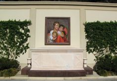 The grave of Michael Jackson, with a painting of his 3 children.