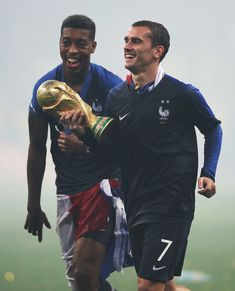 MOSCOW, RUSSIA - JULY Presnel Kimpembe and Antoine Griezmann of France are seen with the trophy during the 2018 FIFA World Cup Russia Final between France and Croatia at Luzhniki Stadium on July 2018 in Moscow, Russia. (Photo by Ian MacNicol/Getty Images) World Cup Final 2018, France World Cup 2018, Russia World Cup, Antoine Griezmann, National Football Teams, Football Fans, France Football, Sports Pictures, Fifa World Cup
