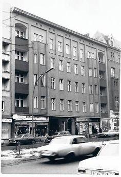 Berlin-Schöneberg, Hauptstraße 155 - David Bowie & Iggy Pop lebten hier von 1976-1978 (this is where David Bowie & Iggy Pop lives 1976-1978)