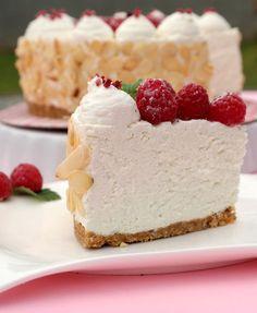 Miért sütögetnél a forró kánikulában? Készítsd el ezt a sütés nélküli tortát laza csuklóval! Igazi hűsítő desszert, ráadásul kím�... Diabetic Recipes, Diet Recipes, Healthy Recipes, Diet Cake, Hungarian Recipes, Hungarian Food, Healthy Sweets, Creative Cakes, Cakes And More