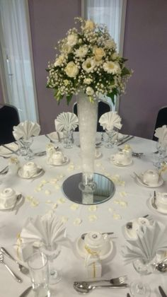 Champagne and ivory Table flowers