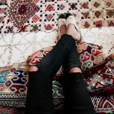 bakchic:  Babouches… #chanel #morocco #kilim #love #fashion  (à North West Africa)