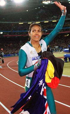Great Olympic moments Gallery- Cathy Freeman two flags in unison Famous Women, Famous People, Aboriginal History, Aboriginal People, Australia Olympics, Summer Olympics, Sports Stars, Track And Field, Sport Man