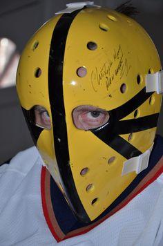 "Hanrahan goalie mask 'Slap Shot' 1977 Signed by Christopher Murney (""Hanrahan"") Hockey Goalie, Hockey Players, Ice Hockey, Hockey Highlights, Sports Trophies, Slap Shot, Goalie Mask, Nhl Jerseys, Historia"