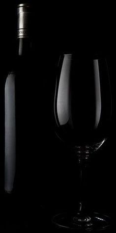 Noir - Pictures of Wine (image by Matt) Low Key Photography, Still Life Photography, Black N White, Black Art, Color Black, Dark Colors, Colours, Black Paper, Black Wallpaper