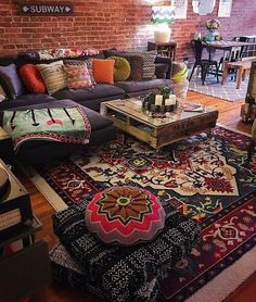 Unusual Article Uncovers the Deceptive Practices of Modern Design Bohemian Living Room - casitaandmanor Bohemian House, Bohemian Living, Boho Living Room, Bohemian Decor, Living Room Decor, Bohemian Style, Moroccan Decor Living Room, Gypsy Style, Hippie Chic