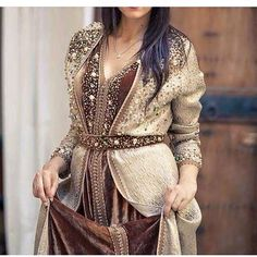 Image in My style collection by Mimi Fatima on We Heart It Abaya Fashion, Ethnic Fashion, Women's Fashion Dresses, Boho Fashion, Morrocan Dress, Moroccan Caftan, Caftan Gallery, Kaftan Tops, Arabic Dress
