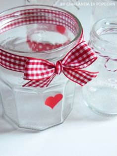 Christmas jars {handmade by Ghirlanda di Popcorn} Christmas Jars, 1st Christmas, Jam Jar Crafts, Formula Can Crafts, Pot Mason Diy, Christmas Craft Projects, Red Gingham, Gingham Decor, Craft Markets