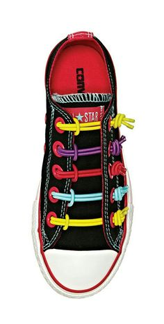 cute, comfy and colorful—everything a girl wants! -- Converse bungee knot sneaker = WANT Tie Shoes, Boys Shoes, Me Too Shoes, Cool Converse, Converse Sneakers, Shoe Lacing Techniques, Ways To Lace Shoes, Winter Typ, Painted Sneakers