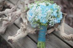 9 hochzeitsstrauss tuerkis band jute blau modisch individuell wunderschoen Hochzeit in Türkis – die Farbe des blauen Himmels