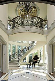 Me gusta la luz y piano :D Iron Stair Railing, Curved Staircase, Grand Staircase, Staircase Design, White Staircase, Winding Staircase, Floating Staircase, Spiral Staircases, Mansion Interior