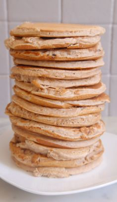 Aujourd'hui, comme souvent, je vous parle de pancakes ! Ces petites crêpes épaisses et moelleuses qui font le bonheur des petits comme des grands gourmands au petit déjeuner ! Ici des pancakes vegan à la châtaigne. Si vous me suivez depuis un moment, vous savez que la châtaigne et moi c'est une grand histoire d'amour …