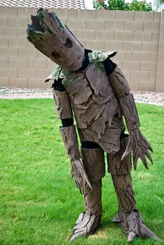 """""""I am Groot"""" :) Amazing kids Halloween costumes.check out Groot From 'Guardians Of The Galaxy'! Diy Halloween, Childrens Halloween Costumes, Halloween Costumes To Make, Halloween Costume Contest, Cute Costumes, Halloween 2017, Holidays Halloween, Children Costumes, Creative Costumes"""