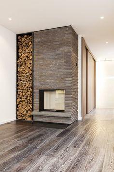 wundersch ner moderner kachelofen mit gro er feuerstelle. Black Bedroom Furniture Sets. Home Design Ideas