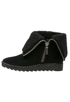 Clarks OLSO BETH - Boots - black for with free delivery at Zalando Berlin Christmas, Clarks, Black Boots