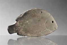 Palette à fard égyptienne en forme de poisson, 3e millénaire av J.-C. - période Nagada II et III (vers 3500-3100) - Ashkelon (origine) - schiste | Réunion des Musées Nationaux-Grand Palais -