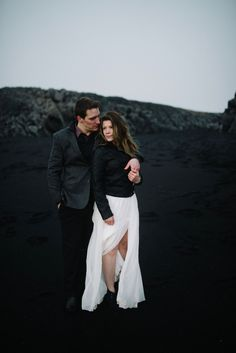 Black Sand Beach Vik wedding portrait. Iceland-wedding-photographer-advenuture-elopement-iceland-photography_0109