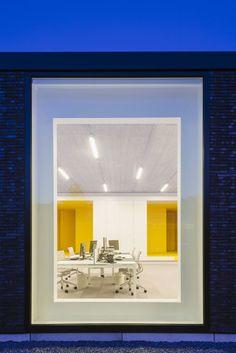 Assusoft, project door Friday Office Yellow Submarine, Antwerp, Bathroom Lighting, Friday, Doors, Mirror, Frame, Projects, Home Decor