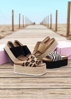 ¿Te lo vas a perder? Sock Shoes, Shoe Boots, Wedge Sandals Outfit, Muses Shoes, Kinds Of Shoes, Bare Foot Sandals, Summer Shoes, Girls Shoes, Me Too Shoes