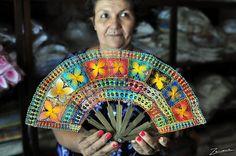 Graciela, artisan of Nanduti Tenerife, Diy Dream Catcher Tutorial, Doilies Crafts, Fabric Embellishment, Fan Picture, Running Stitch, Arte Popular, Needle Lace, Lace Making
